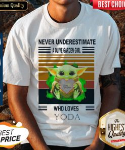 Awesome Baby Yoda Hug Olive Garden Never Underestimate A Olive Garden Girl Who Loves Yoda Shirt