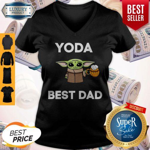 Pretty Baby Yoda Best Dad V-neck