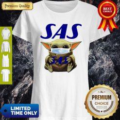 Pretty Star Wars Baby Yoda Hug Scandinavian Airlines Logo Mask Covid-19 Shirt