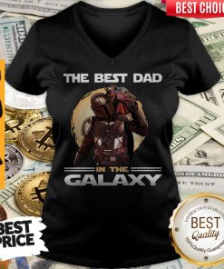Pretty The Mandalorian And Baby Yoda The Best Dad In The Galaxy V-neck
