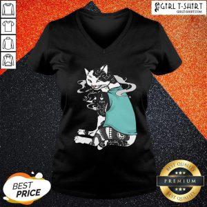 The Cat Smoking Tattoos I Love Mom V-neck - Design By Girltshirt.com