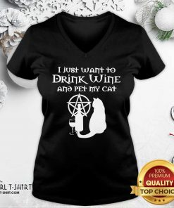 I Just Want To Drink Wine And Pet My Cat V-neck - Design By Girltshirt.com