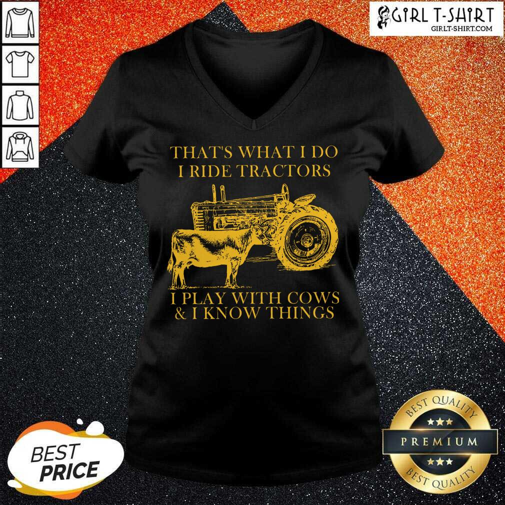 Thats What I Do I Ride Tractors I Play With Cows And I Know Things V-neck
